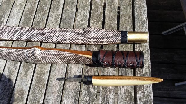 Mortens fantastisk flotte vinderbue af guldregn med slangeskind og take-down-samling.