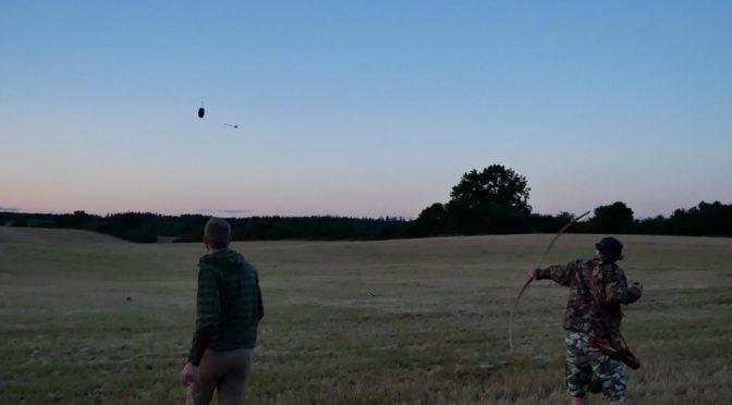 """Med bue og pil på """"flyvende mål"""""""